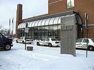 Police lock-down St. Cloud City Hall, looking for intruders
