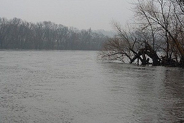 mississippi river above flooding stage near aitkin. Black Bedroom Furniture Sets. Home Design Ideas