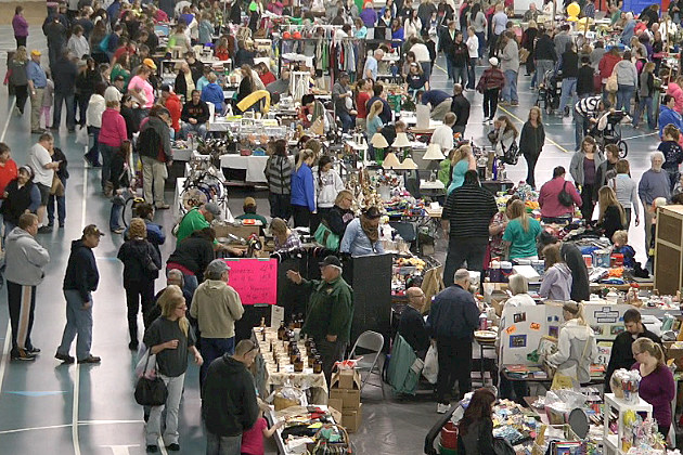 Huge Crowd at the World's Largest Garage Sale