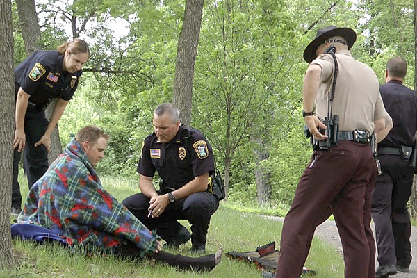 breaking sauk rapids police rescue man from mississippi photos. Black Bedroom Furniture Sets. Home Design Ideas