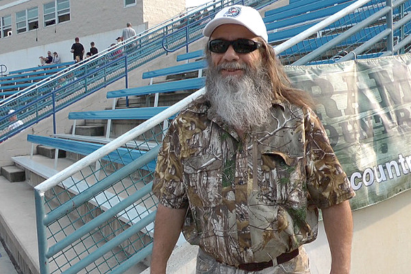 mountain man from duck dynasty visits st cloud rox game. Black Bedroom Furniture Sets. Home Design Ideas