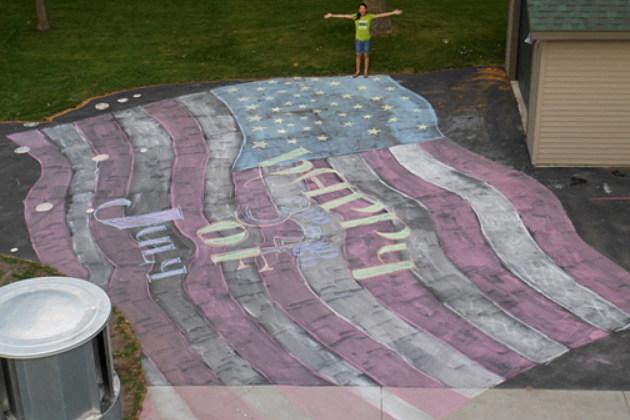A giant American Flag Ramona drew with chalk. (Photo: Ramona Kuhn)