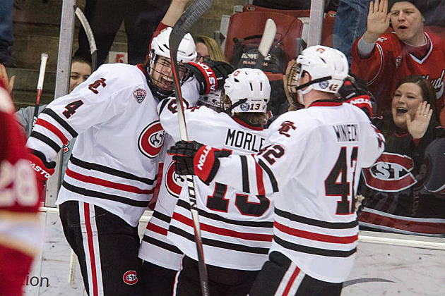 SCSU-Huskies-hockey-celebrate1