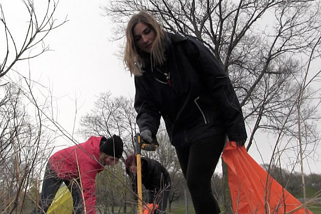 Katie Weber and other volunteers cleaning up Wilson park. (Photo by Justin LaBounty WJON)