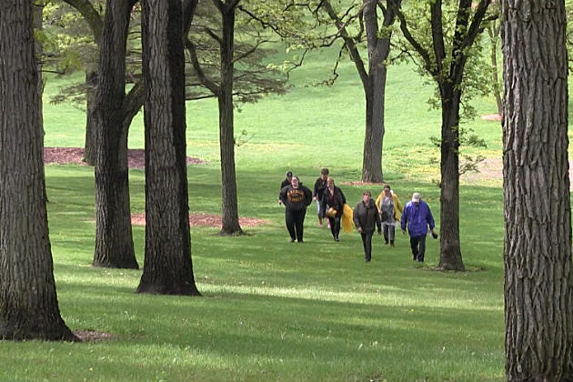 Volunteers searching for Aailyah Kazimer at Riverside Park (Chrissy Gaetke, WJON)